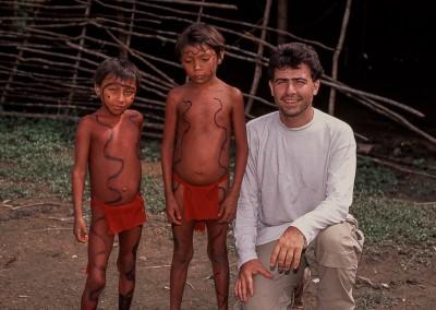 Mikel con niños