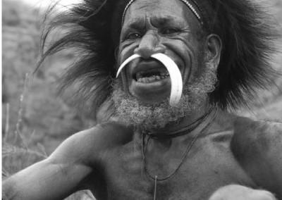 Viaje a Papúa: Visita etnias Korowai…